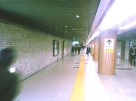 バスセンター前の地下道にて。